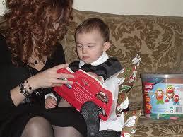 apprendre à lire lecture maman https://l-ecole-a-la-maison.com maman lit à son enfant