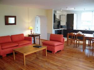 salle de travail sur http://l-ecole-a-la-maison.com/wp-content/uploads/2013/01/salon-cuisine1.png