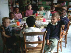 regroupement scolaire une organisation et des moments conviviaux https://l-ecole-a-la-maison.com