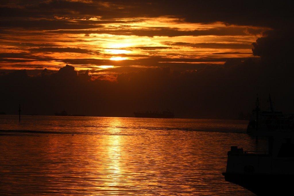 Maison enfant coucher soleil